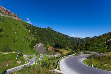 幹線道路をパッソ Fedaia 写真素材