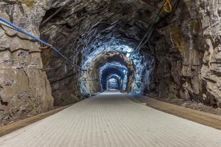 Rock-Tunnel in den Bergen - Nationalpark Hohe Tauern, Österreich Standard-Bild - 22849733