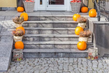 階段でハロウィーンの装飾