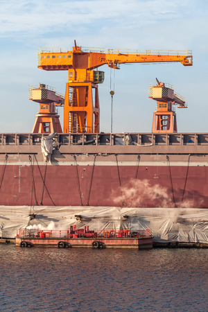 shiprepair: Construction of the ship in the shipyard and harbor cranes