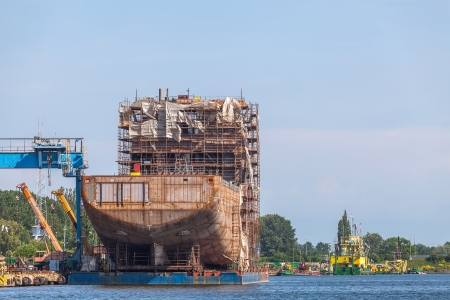 Hull of the ship and scaffolding Stock Photo - 24425502