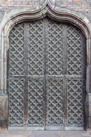 ポーランド、グダンスクの聖マリア教会に大きな、木、装飾のゲート 写真素材