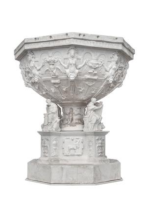 セント メアリー教会 - ポーランド ・ グダニスクでの中世、彫刻の洗礼のフォント。白で隔離されます。 写真素材 - 24933211