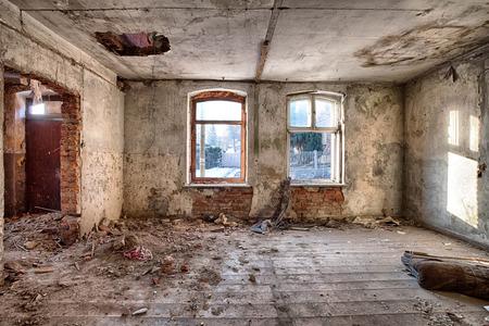 Interieur van een verwoeste woning Stockfoto