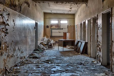 台無しにされた建物の内部