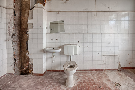 오래 된 망 쳐 건물의 내부 스톡 콘텐츠