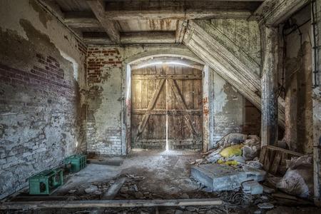 放棄された大邸宅の歴史的な納屋