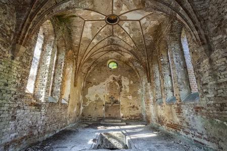 El interior de una iglesia olvidada Foto de archivo - 40529017