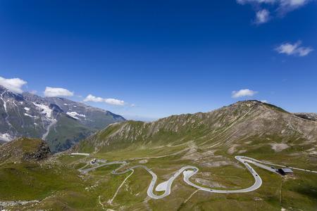 Eén van de mooiste bergwegen in de Alpen Stockfoto