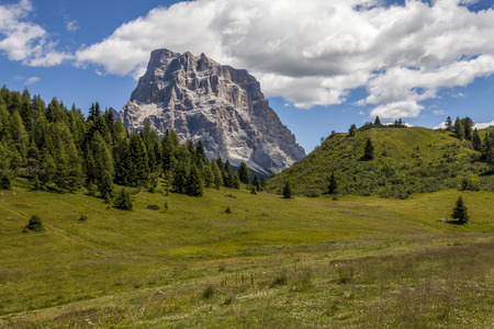 znaczna: Monte Pelmo is a significant mountain of the Dolomites