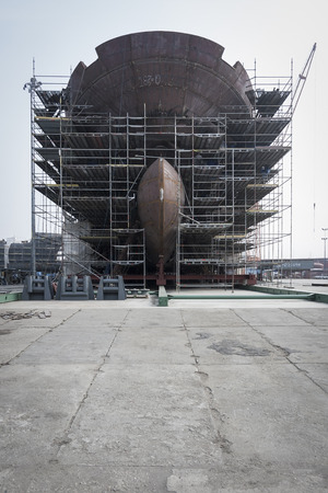 ship bow: Construction of the ship on land
