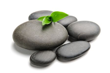 piedras zen: Piedras de Zen y bamb� sobre el fondo blanco  Foto de archivo