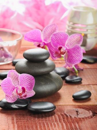 zen steine: Zen Stones und Rosa Orchidee Lizenzfreie Bilder