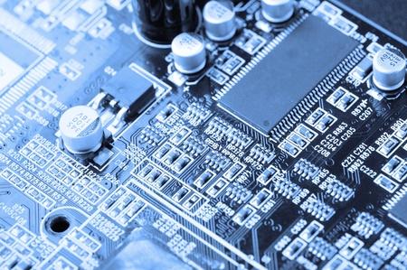 circuito electronico: primer plano de la placa de circuito electr�nico con procesador