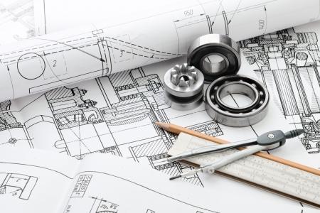 ingenieria industrial: detalle de dibujo indastrial y varias herramientas de dibujo