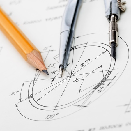 compas de dibujo: detalle de dibujo indastrial y varias herramientas de dibujo