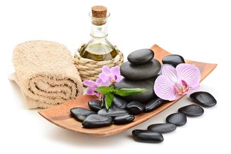 massage oil: zen des pierres de basalte et de sel de mer sur le blanc Banque d'images