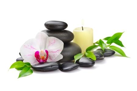 spa stone: Zen Basaltsteinen und Meersalz auf dem wei�en
