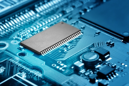 primer plano de la placa de circuito electrónico con procesador Foto de archivo