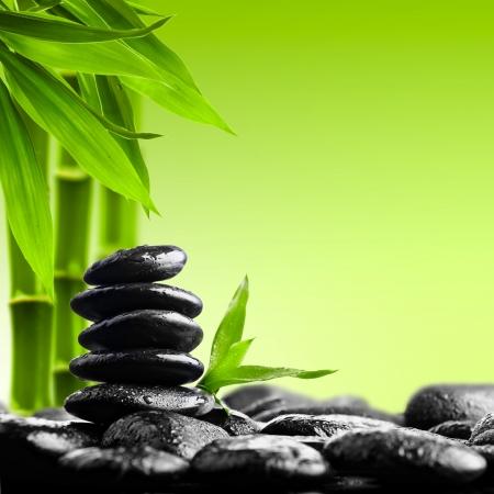 piedras zen: zen piedras de basalto en el negro