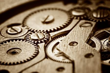 rueda dentada: mecanismo oxidado en el viejo reloj Foto de archivo