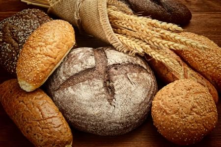 cozimento: p�o fresco e trigo na madeira