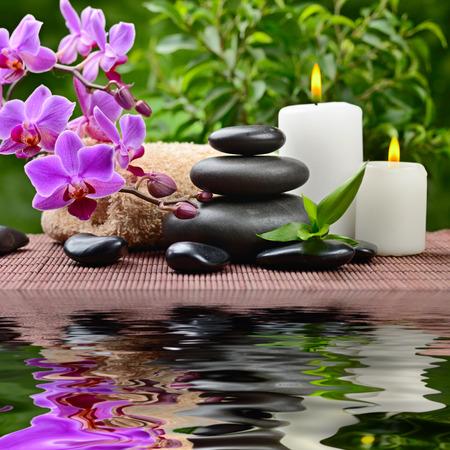 bambu: zen piedras de basalto y la orquídea
