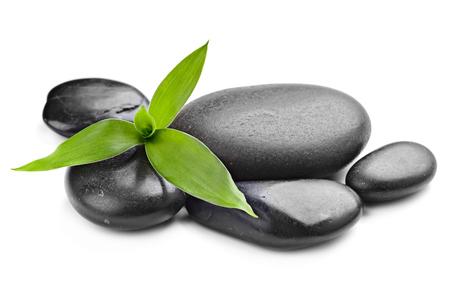 piedras zen: Zen piedras de basalto y de bambú en el blanco