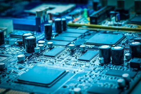 プロセッサを搭載した電子回路基板のクローズ アップ 写真素材