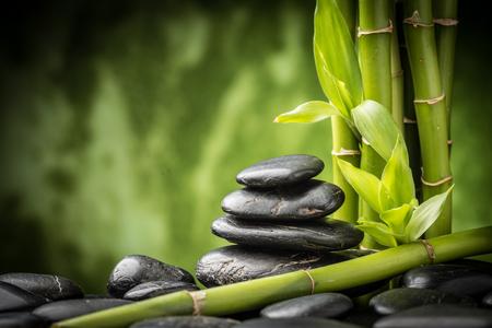 Zen des pierres de basalte et de bambou Banque d'images - 32957879