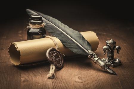 pluma: papel viejo y pluma