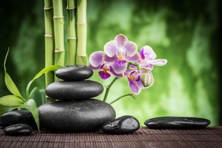 Zen basalt stenen, orchidee en bamboe Stockfoto - 39193994
