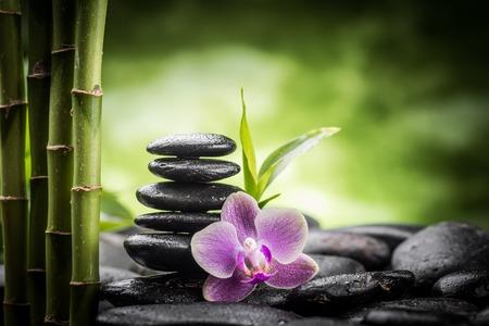 zen attitude: pierres de basalte zen, orchidée et le bambou