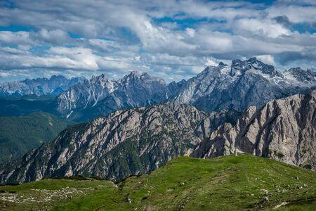 有名なイタリア国立公園 Tre Cime di Lavaredo。南チロル、ドロミテ。アウロンツォ 写真素材