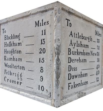 kilometraje: Cosecha del marcador kilometraje piedra y distancia de Norfolk Ciudades