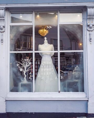 Wedding dress displayed in a shop window Imagens