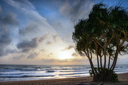 Sunset on a Thailand beach at Khao Lak Imagens