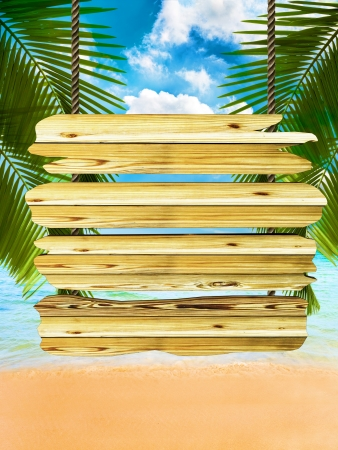 Tropisch strand achtergrond met exotisch hout bord teken, ruimte voor tekst en kopieer ruimte Stockfoto