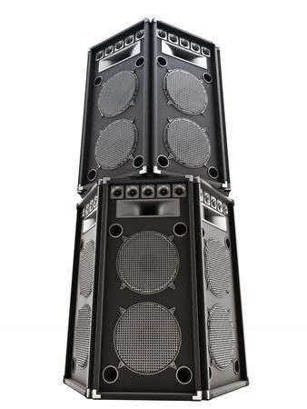 Grote audio torenluidsprekers op een witte achtergrond.