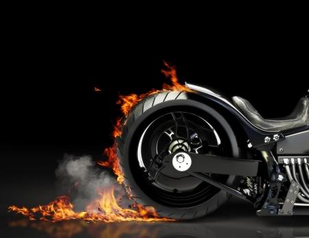 Aangepaste zwarte motorfiets burnout op een zwarte achtergrond Kamer voor tekst of kopiëren ruimte Stockfoto