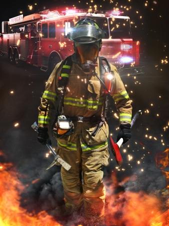 Brandweerman die binnenkomen op een gevaarlijke scène klaar voor de strijd met een volledig scala aan tactische verlichting, gereedschappen en warmtebeeldcamera