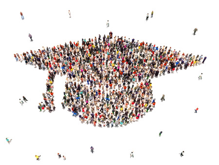 Mensen krijgen een opleiding Grote groep mensen in de vorm van een graduation cap op een witte achtergrond Stockfoto