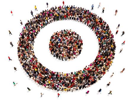 Mensen op doel met hun doelen en vervoerder keuzes concept. Grote groep mensen in de vorm van een doel symbool. Stockfoto