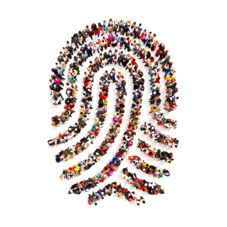concepto: Grupo grande pf personas en la forma de una huella digital en un fondo blanco aislado. Gente encontrando all� identidad, robo de identidad, el concepto de la individualidad. Foto de archivo