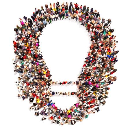 people: Grande grupo de pessoas que formam a forma de uma ampola com espaço para o texto ou o espaço da cópia. Ideias, Liderando o grupo, engenhosidade, tomando a iniciativa, destacando-se a partir do conceito da multidão isolada no branco.