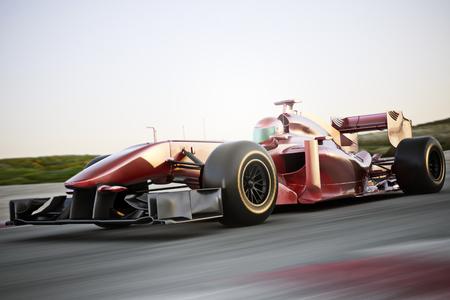 huellas de neumaticos: Motor Carrera rojo Vista lateral del coche en una pista a la cabeza con el desenfoque de movimiento.