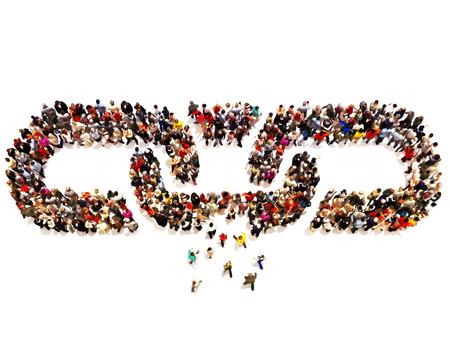 Duża grupa ludzi tworzących łańcuch z kilku tworząc brakujące ogniwo.