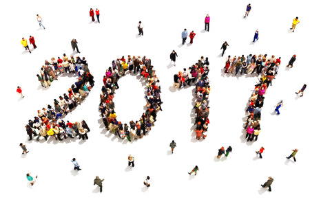 새해에 반입. 흰색 배경에 새 해 개념을 축하 2017의 모양에있는 사람들의 큰 그룹입니다.