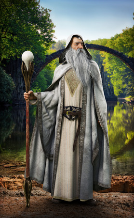 Een legendarische witte tovenaar die poseert voor een mythisch betoverde setting. 3D-weergave Stockfoto
