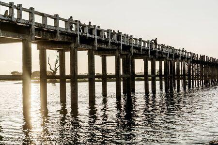 Mandalay, Myanmar - U Bein-brug voor zonsondergang Stockfoto